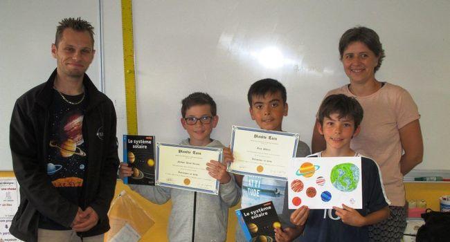 Les écoliers de Palleville lauréats du concours astronomique ( article de la Dépêche)
