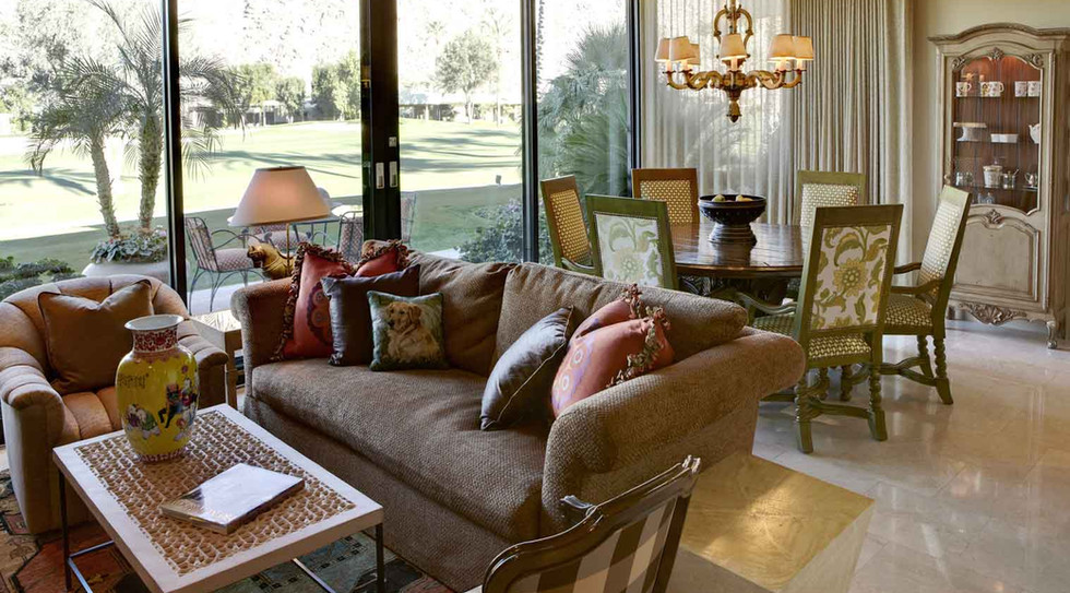 Casual dining & entertainment areas overlooking the golf course