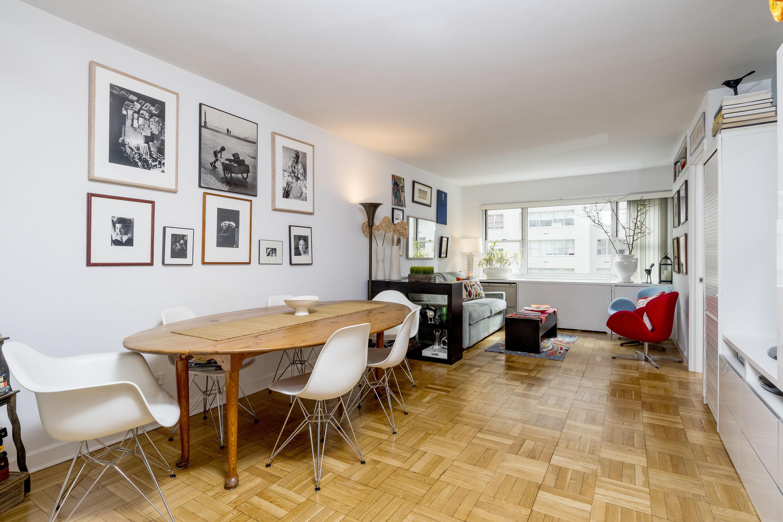 B. Living Room (2)