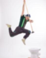 אורן במופע קרקס סביבתי קופץ לאסלה