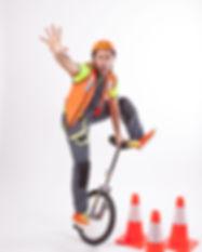 אורן במופע בטיחות בדרכים על חד אופן