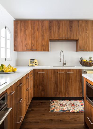 13. Kitchen.jpg