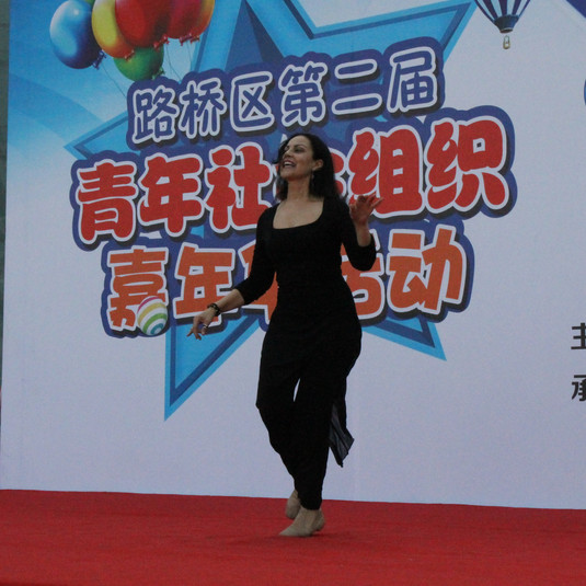 Madi performing at Festival