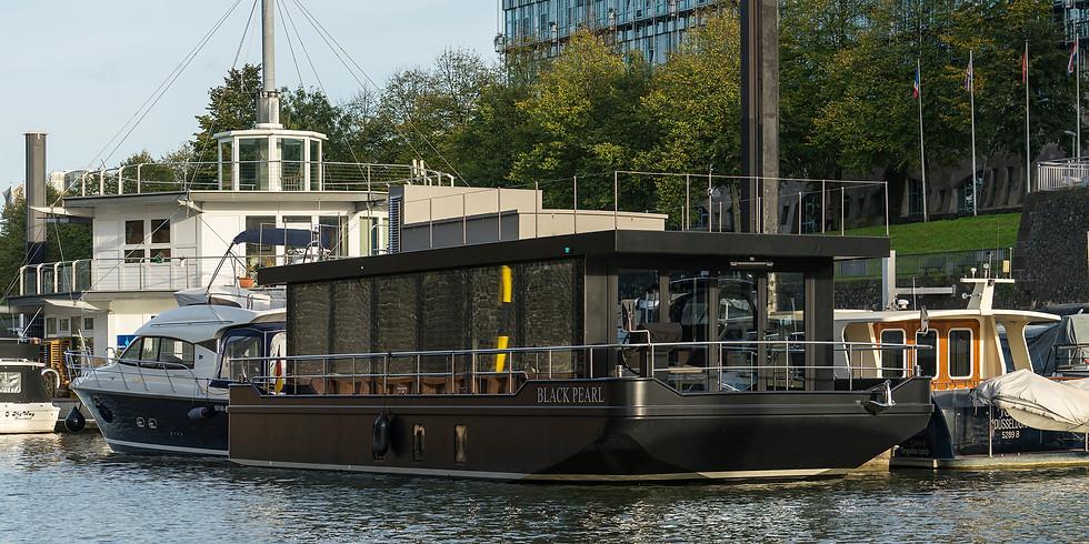 """""""CRUISING HOME - In Water Show, Medienhafen/Mediaharbor"""", BOOT 2020"""