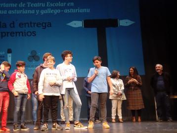 Los alumnos de 2º ESO recueyen el 3º Premiu de teatru nel Palacio Valdés