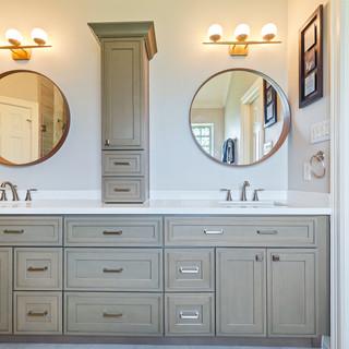 Helen's Master Bathroom (Before & After)