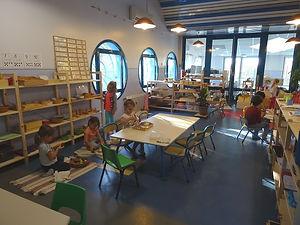 La-Souris-verte-Montessori-Intérieur-01-