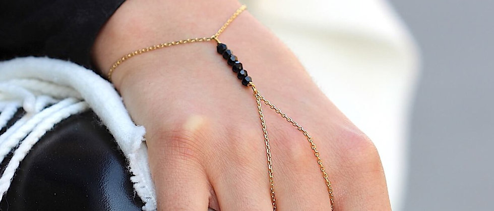 Black Pearl Handchain (M)