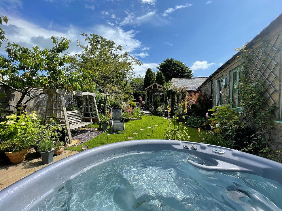 garden tub.jpg