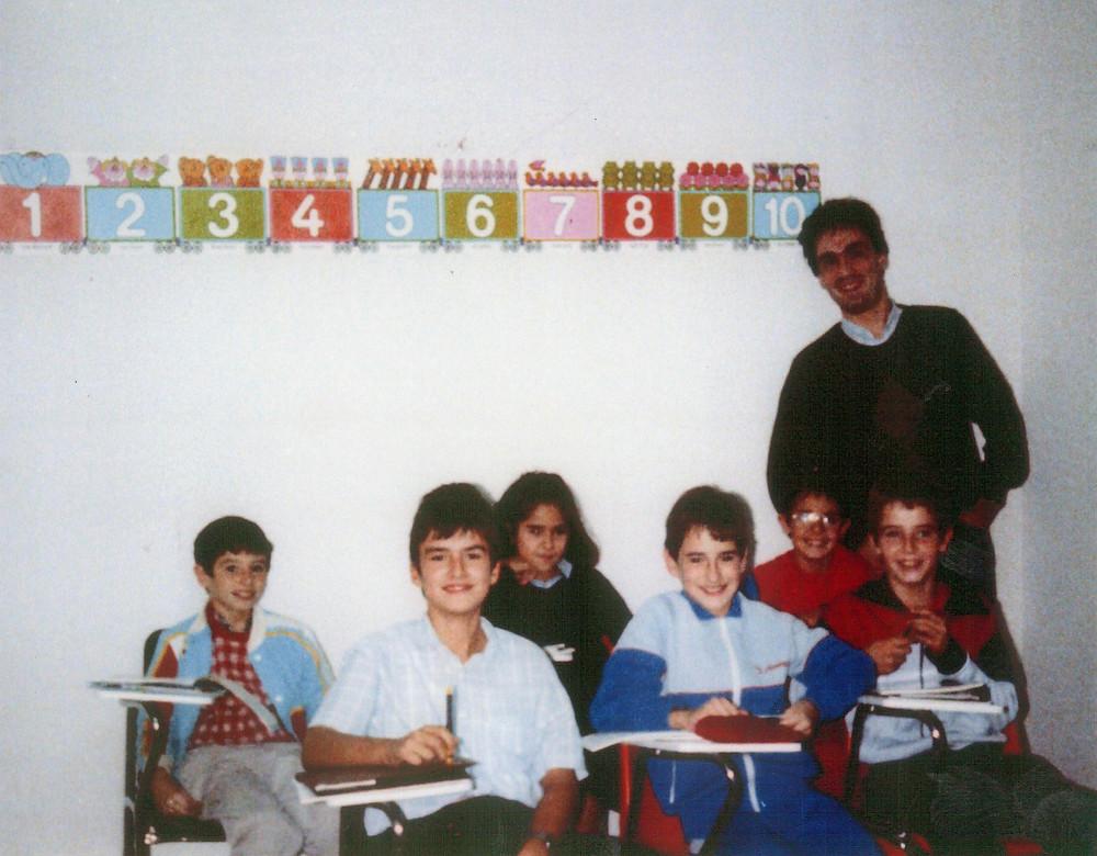 Giilian en Octubre 1986 con el primer grupo de Academia Victoria