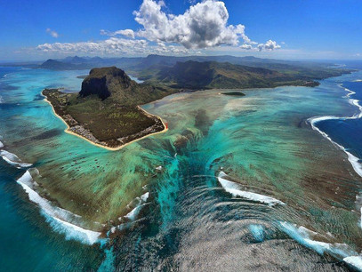 mauritius le morne aerial.jpg