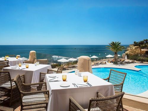 vilalara-thalassa-resort-breakfast-pool.
