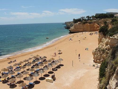 vilalara-thalassa-resort-beach-parasols.
