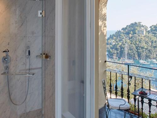 belmond-hotel-splendido-bathroom-terrace