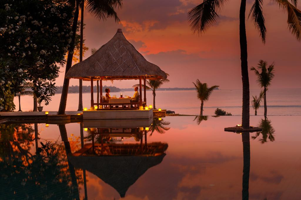oberoi lombokromantic-dinner.jpg