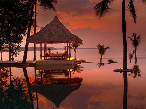 oberoi lombokromantic-dinner.jpg