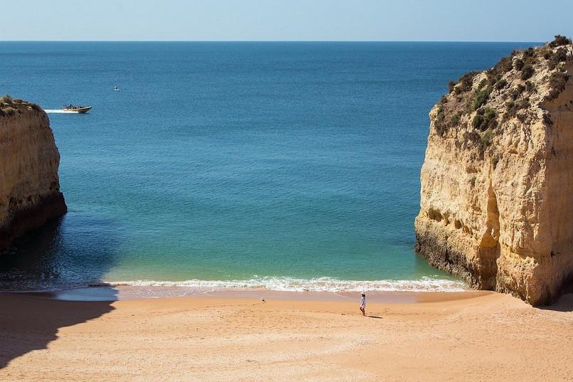vilalara-thalassa-resort-beach.jpg