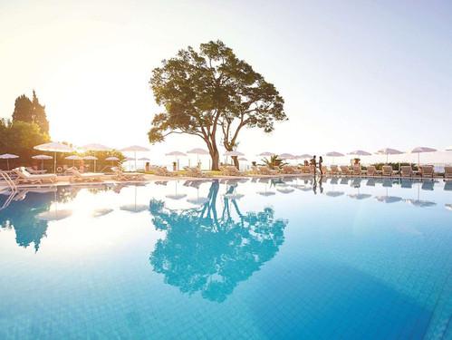 belmond-madeira-pool.jpg