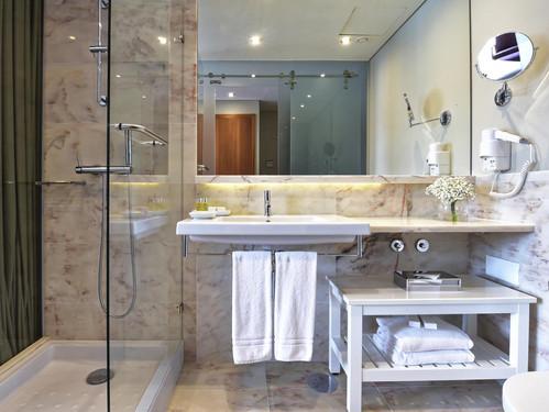 pestana-vintage-bathroom.jpg