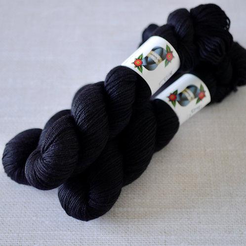 ONLY BLACK - MSY - 60% Mérinos 20% Soie 20% Yak - DK