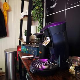Koffie en thee staan klaar