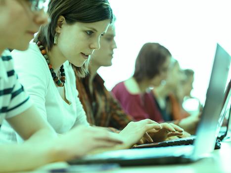 Em busca do conhecimento: Saiba como os alunos escolhem suas instituições de ensino nos canais digit