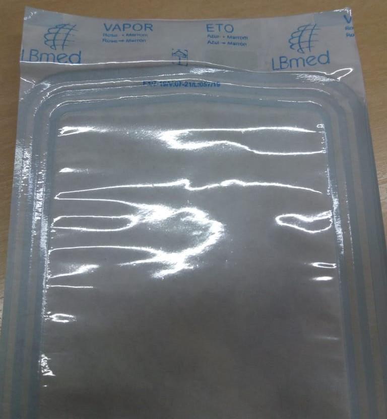 """(Nessa imagem, você observa uma embalagem selante antes de entrar no processo de esterilização do autoclave. Perceba, no topo do envelope, a cor que está o espaço """"Vapor"""")"""