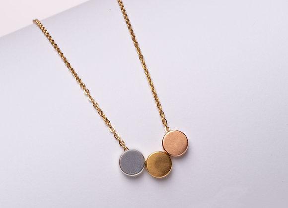 Halskette mit dreifarbigen Scheiben