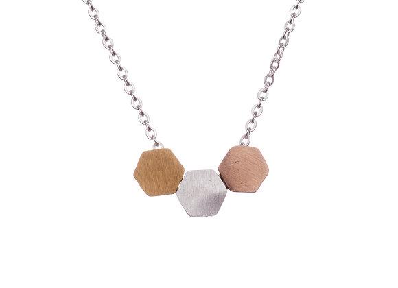 Halskette mit dreifarbigen Sechsecken