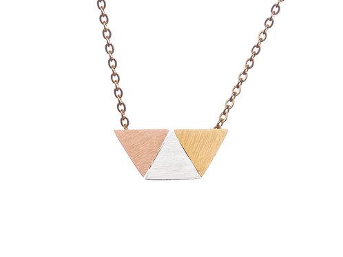 Halskette mit dreifarbigen Dreiecken