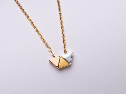 Collar con Triángulos Tricolores