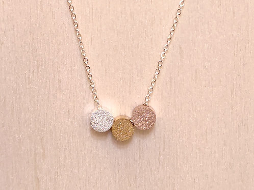 Halskette dreifärbige, glitzernde Scheiben
