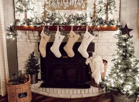 Seasonal Decor 101: Mastering Interchangeable Holiday Decor on  Budget.
