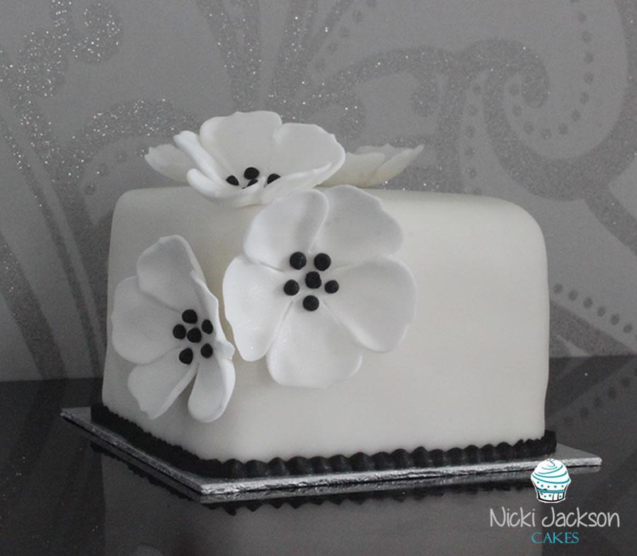 White & Black Mini Cake
