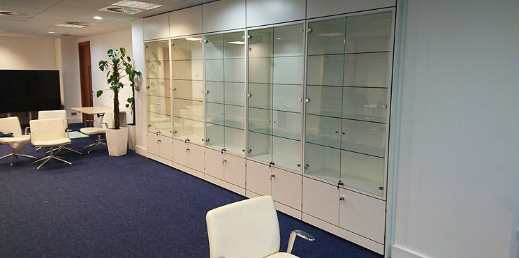 Freewall storagewall designed for displaying things. These units are fitted with larger upper alcoves and lower lockable doors. The alcoves are fitted with glass shelves and lockable glass doors.