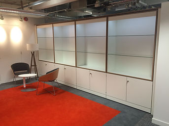 Freewall storagewall designed for displaying things. These units are fitted with larger upper alcoves and lower lockable doors. The alcoves are fitted with glass shelves and integrated lighting.