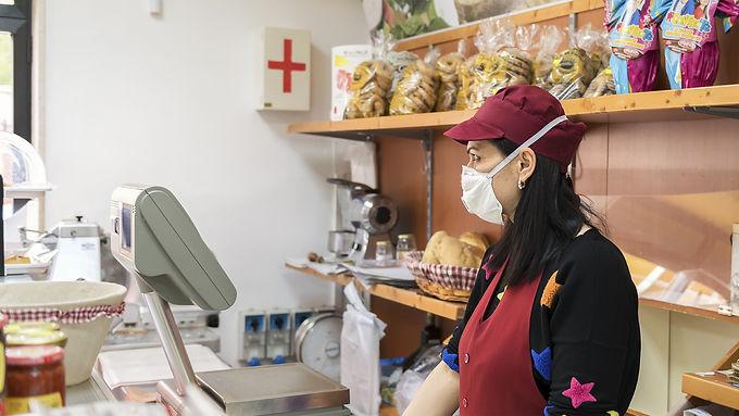 Las ART cubrirán los casos de trabajadores de salud y actividades exceptuadas | Decreto N° 367/20