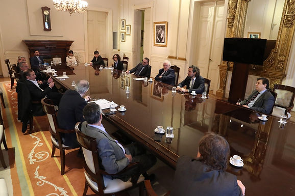 Cafiero encabezó la reunión para acordar una agenda común con las empresas de salud