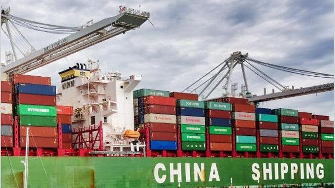 """China ve retos """"sin precedentes"""" para su comercio exterior por la pandemia"""