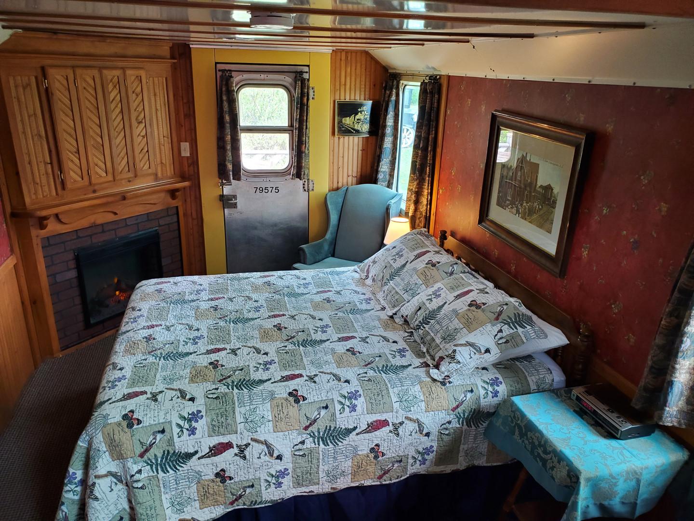 Caboose 9 master bedroom