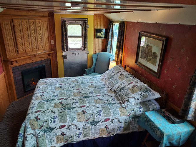 Caboose 9 master bedroom