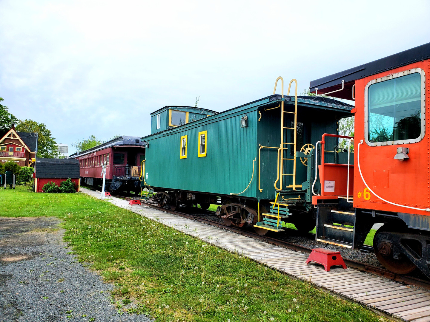 Caboose 5 coupled to caboose 6.jpg