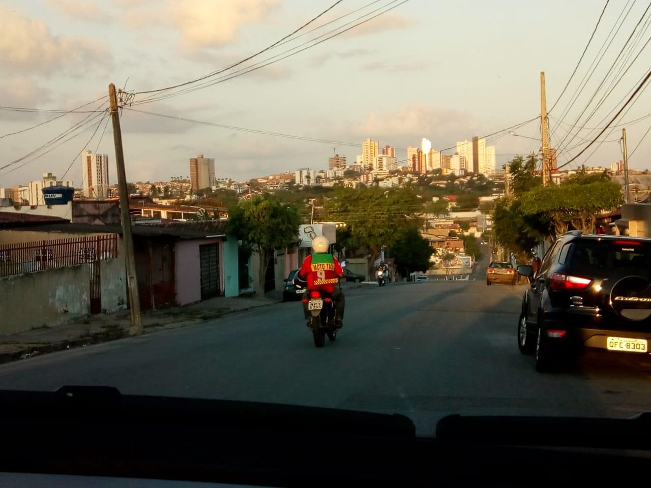 Por qualquer rua que passam, protagonizam o cenário. Foto: Wesley Farias.