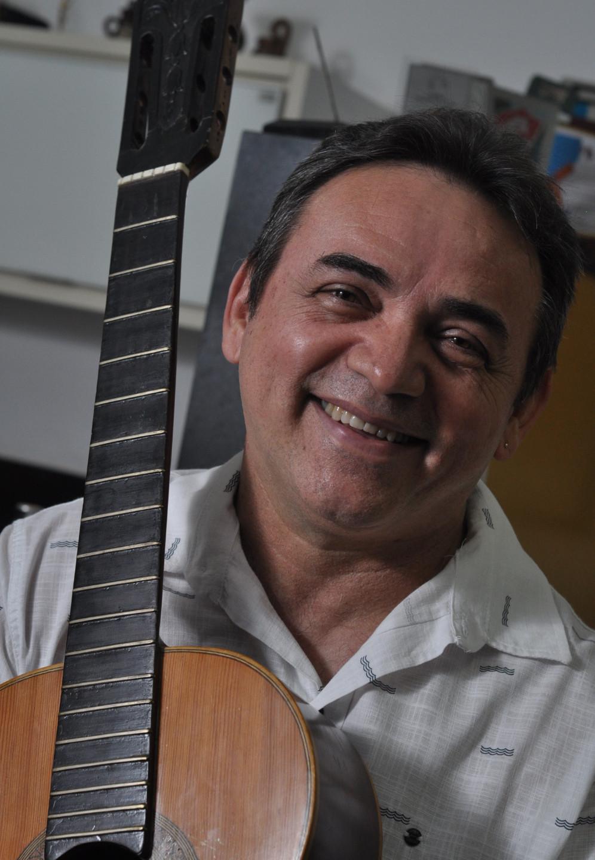 Rangel e seu Violão favorito