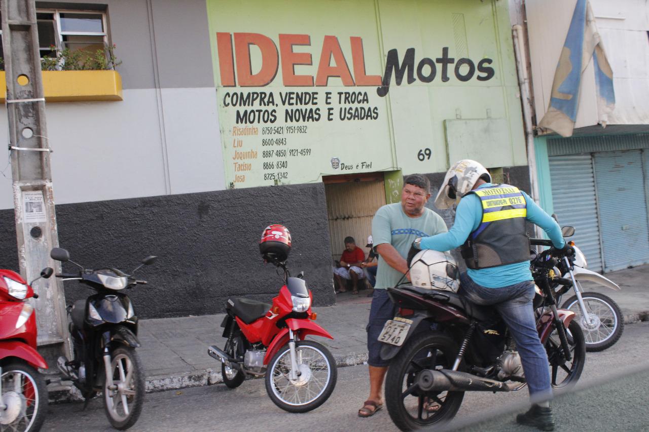 O cliente prepara-se para embarcar na aventura. Foto: Iuri Amorim.