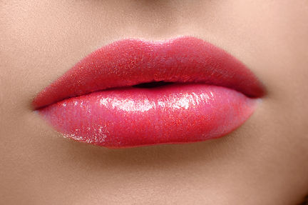 red-lips-close-up-E42MREV.jpg
