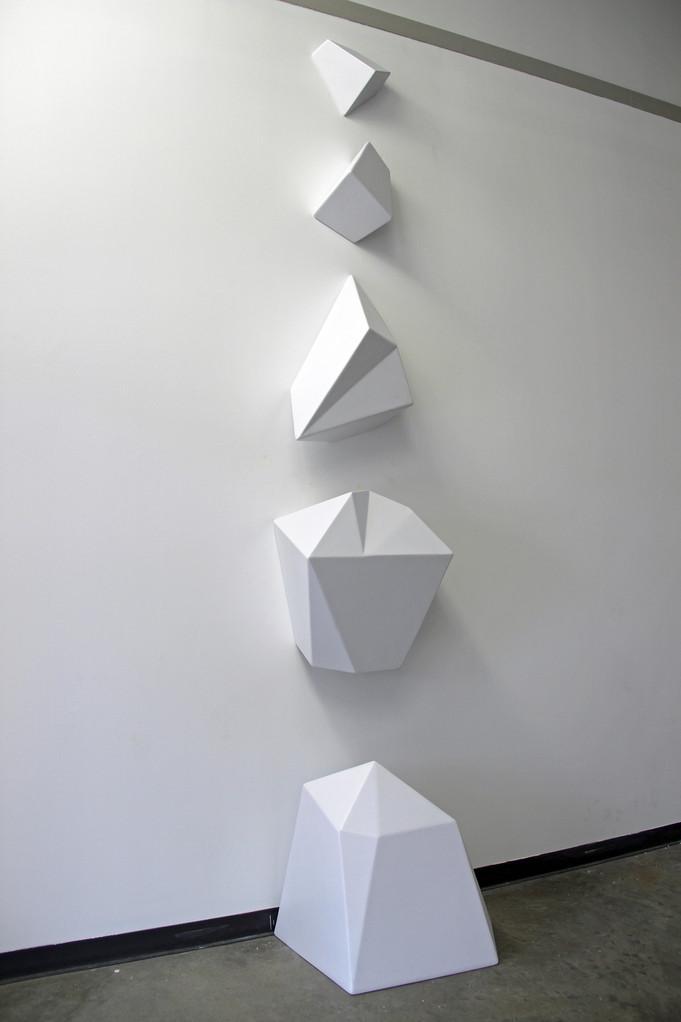 Polyhedral Column Braydon Gold