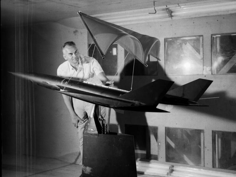 Francis Rogallo testing his wing at Langley