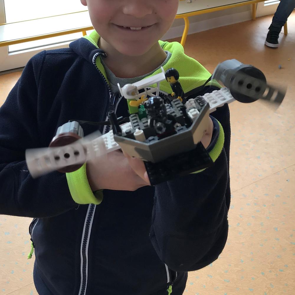 Avion LEGO création en atelier