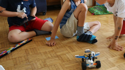 Robot programmé sur tablette (7 ans)